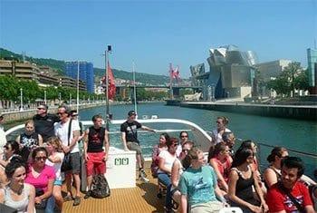 Actividades gratuitas con los cursos de español, lugares naturales de Bilbao - paseo en barco por la ría